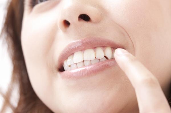 ホワイトニングで美しい歯と笑顔を